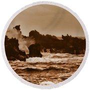 Breaking Waves-big Island Hawaii Round Beach Towel
