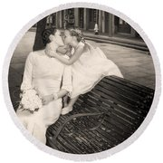 Bride And Daughter Kiss In Jackson Square New Orleans Round Beach Towel