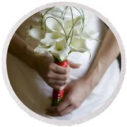 Bride With Lily Bouquet Round Beach Towel