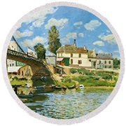 Bridge At Villeneuve-la-garenne Round Beach Towel by Alfred Sisley