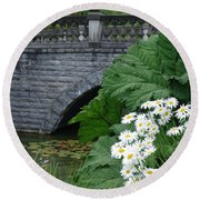 Stone Bridge Daisies Round Beach Towel