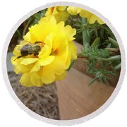 Brilliant Rose Flower With Buzzy Bee Round Beach Towel