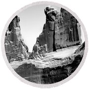 Broken Wall Bw Round Beach Towel