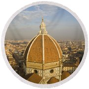Brunelleschi's Dome At The Basilica Di Santa Maria Del Fiore Round Beach Towel
