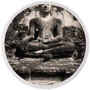 Buddha In Meditation Statue Round Beach Towel