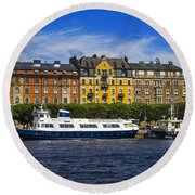 Buildings And Boats Round Beach Towel