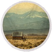 Cabin With Mountain Views Round Beach Towel