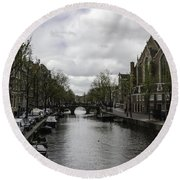 Canal Behind Oude Kerk In Amsterdam Round Beach Towel