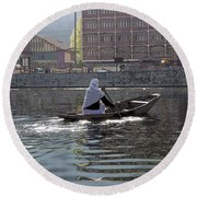 Cartoon - Light Following This Lady On A Wooden Boat On The Dal Lake In Srinagar Round Beach Towel