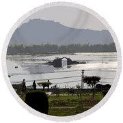Cartoon - Shalimar Garden - The Dal Lake And Mountains In The Background In Srinagar Round Beach Towel