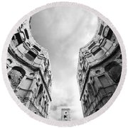 Castle Keyhole In Black And White Round Beach Towel