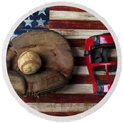Catchers Glove On American Flag Round Beach Towel