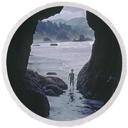 Mp-335-cave In Battle Rock Port Orford Round Beach Towel