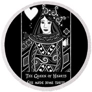 Celtic Queen Of Hearts Part I In Black And White Round Beach Towel