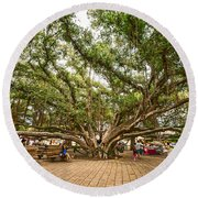 Central Court - Banyan Tree Park In Maui. Round Beach Towel