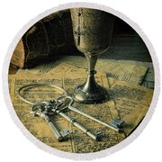 Chalice And Keys Round Beach Towel