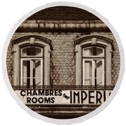 Chambres Imperial Lisbon Round Beach Towel