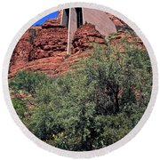 Chapel In Red Rocks Round Beach Towel