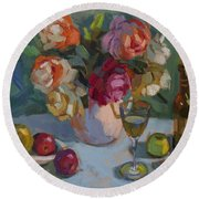 Chardonnay And Roses Round Beach Towel