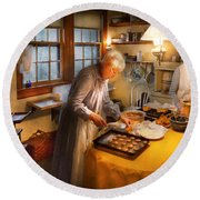 Chef - Kitchen - Coming Home For The Holidays Round Beach Towel