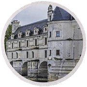 Chenonceau And River Cher Round Beach Towel