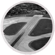 Chicago Airplanes 04 Black And White Round Beach Towel