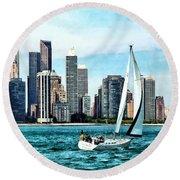 Chicago Il - Sailboat Against Chicago Skyline Round Beach Towel