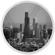 Chicago Looking East 02 Black And White Round Beach Towel