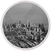 Chicago Looking North 01 Black And White Round Beach Towel