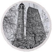 Chicago Water And Hancock Towers Black And White Round Beach Towel