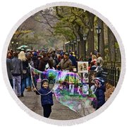 Children And Big Bubbles Round Beach Towel