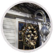 Chownings Tavern Wreath Round Beach Towel