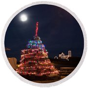 Christmas At Maines Nubble Lighthouse Round Beach Towel