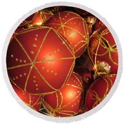 Christmas Balls In Red And Gold Round Beach Towel