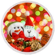 Christmas Penguin And Puppy Round Beach Towel