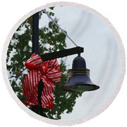 Christmas Post And Bow Round Beach Towel