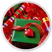 Christmas Wrap With Heart Ornament Round Beach Towel