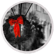 Christmas Wreath In Charleston Round Beach Towel