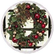 Christmas Wreath On Black Door Round Beach Towel