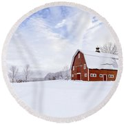 Classic New England Red Barn In Winter Round Beach Towel