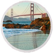 Classic - World Famous Golden Gate Bridge With A Scenic Beach And Birds. Round Beach Towel