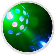 Close Contact With A Green Ufo Round Beach Towel