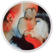 Close Up Kiss Round Beach Towel
