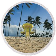 Closed Lifeguard Shack On A Deserted Tropical Beach With Palm Tr Round Beach Towel