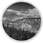 Colorado Ski Slopes In Black And White Round Beach Towel
