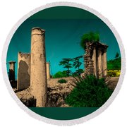 Colourful Ruins Round Beach Towel