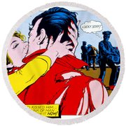 Comic Strip Kiss Round Beach Towel