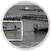 Coming In To Dock Round Beach Towel