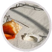 Conch With Shell In Sand I Round Beach Towel