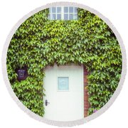Cottage With Ivy Round Beach Towel